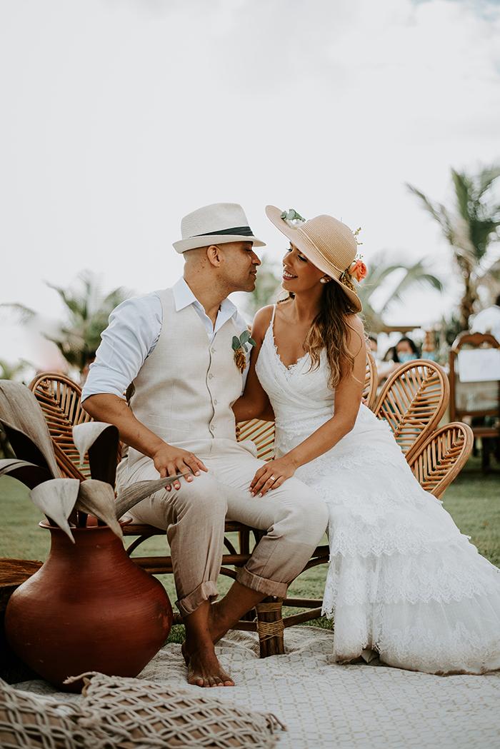 Bodas de Açúcar com renovação de votos ao nascer do sol em clima descontraído na praia em Salvador – Carol Peixinho & Tiago