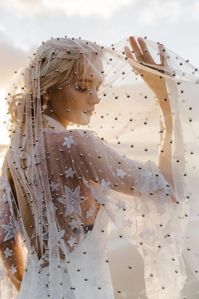 Véu de noiva: um guia completo com todos os tipos e dicas de como usar