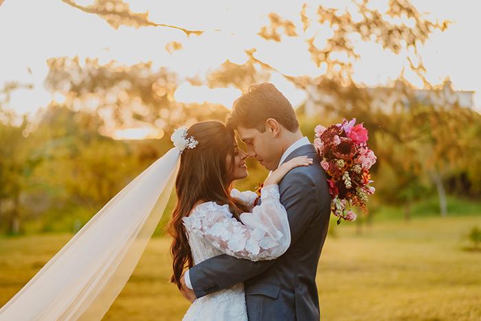 Casamento rústico romântico numa tarde iluminada em Brasília – Letícia & Fernando