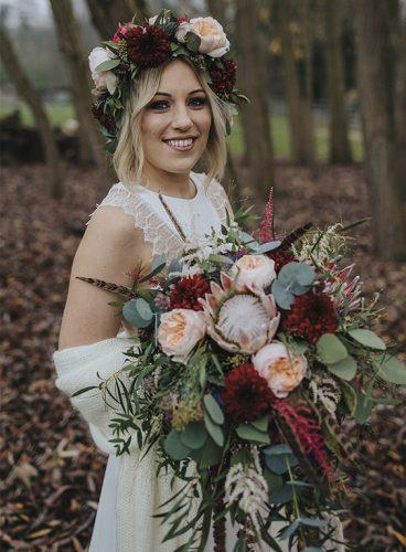 coroa de flores marsala para noiva
