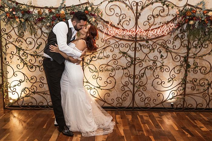 Mini Wedding boho chic cheio de personalidade e muito amor no Chalé Quintal – Karine & Marco