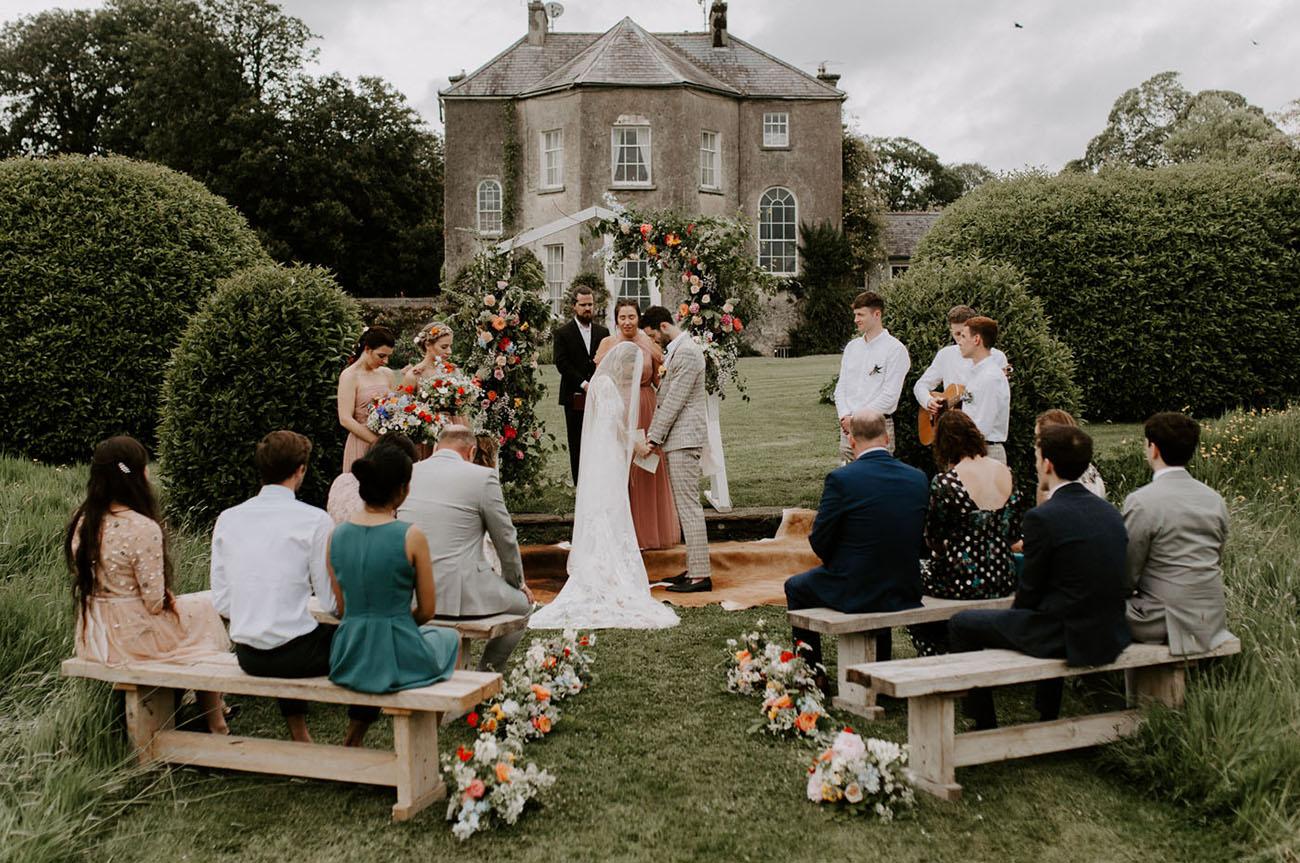 casamento pequeno ao ar livre