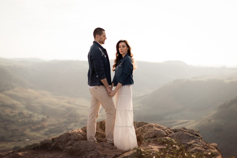 Ensaio pré wedding nas montanhas em paisagem indescritível no interior de São Paulo – Giulia & Matheus