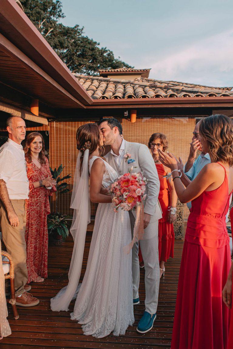 Casamento intimista na casa de praia em Búzios – Mirella & Neto