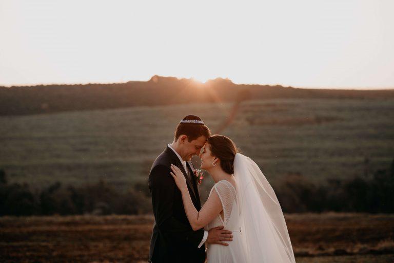 Casamento judaico romântico no campo em tarde indescritível no interior de São Paulo – Camila & Renato